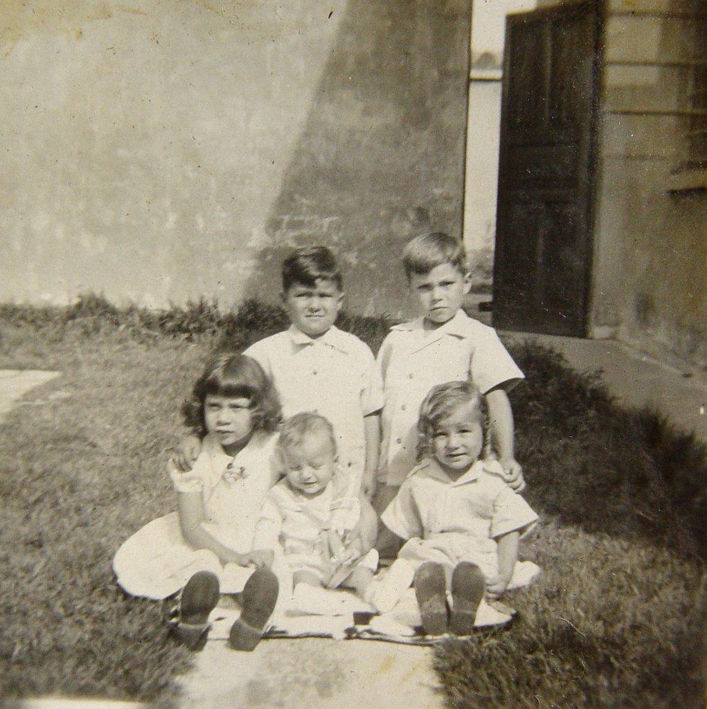 Los 5 primeros de 12, Tuto el más pequeño en la foto