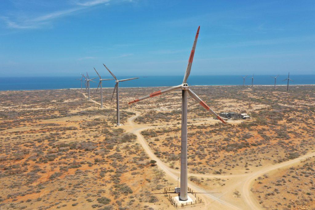 """""""LA GUAJIRA, ENTRE UN NUEVO AIRE O UN DESASTRE"""" Panorama actual de la violencia en la Guajira con la llegada de las empresas energéticas al territorio Wayuu"""